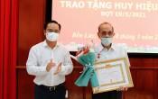 Bí thư Tỉnh ủy – Nguyễn Văn Được trao Huy hiệu Đảng tại huyện Bến Lức