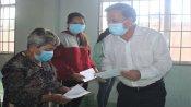 Chủ tịch UBND tỉnh Long An - Nguyễn Văn Út thăm, tặng quà cho người nghèo huyện Đức Hòa